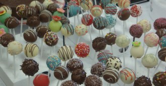 dellipops-cakery-free-sample-cake-pops-crop